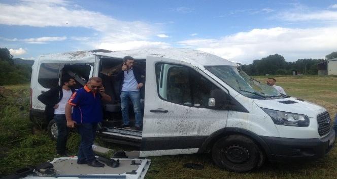 Bingölde yolcu minibüsü devrildi: 14 yaralı