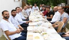 Turan hayır yemeğine katıldı