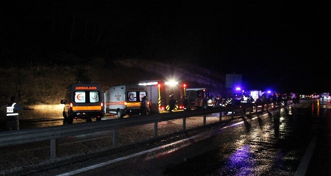 Karamanda otobüs devrildi: 3 ölü, 40 yaralı