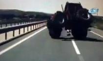 Kaza anı araç kamerasına yansıdı!