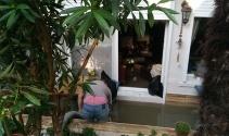 Bakırköyde çok sayıda evin bodrum katını su bastı