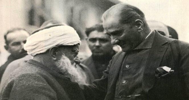 Atatürke destek için altınlarını veren din adamı