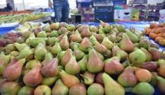 Bilecikin yerli Orak armudu kilosu 7 liradan pazar tezgahlarında