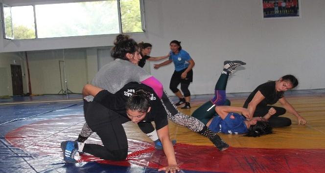Genç kadınlar güreş Milli takımı Yalovada kampa girdi