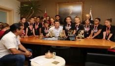 Şampiyon Dansçılar Başkan Kocadonu ziyaret etti