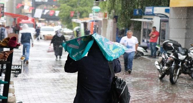 Boluda sağanak yağmur alt geçitlerde su baskınına neden oldu
