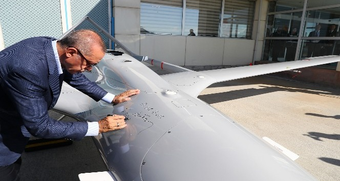 Cumhurbaşkanı Erdoğan, İnsansız Hava Aracına tarih ve imza attı