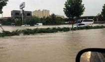 Denizlide şiddetli yağış hayatı felç etti