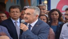 Mustafa Savaş, Kuşadası hayvan barınağını ziyaret etti