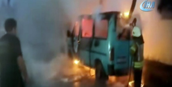 Ümraniye'de 2 araç kundaklandı!