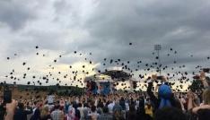 Bilecik Şeyh Edebali Üniversitesinde bin 380 öğrenci kep attı