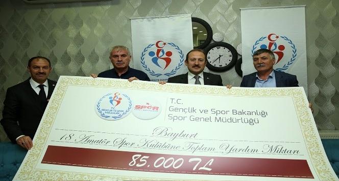 Bayburttaki amatör spor kulüplerine 85 bin TLlik destek