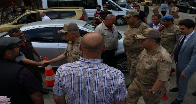 Jandarma Genel Komutanı Orgeneral Arif Çetin Eren Bülbülün memleketi Maçkada vatandaşlarla bir araya geldi