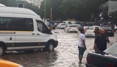 Başkentte yollar su içinde kaldı
