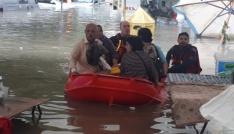 Başkentte mahsur kalanlar botla kurtarıldı