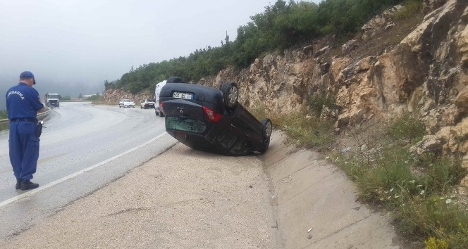 Bilecikte otomobil takla attı: 5 yaralı