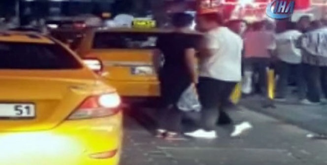 Taksim'de taksicilerin Arap turistlere saldırısı kamerada