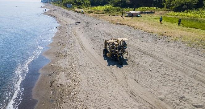 Ünyenin şifalı kumsalları temizleniyor