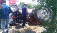 Traktör devrildi, sıkışan sürücü kurtarıldı