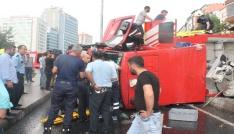 Şişlide göreve giden itfaiye aracı devrildi: 3 yaralı