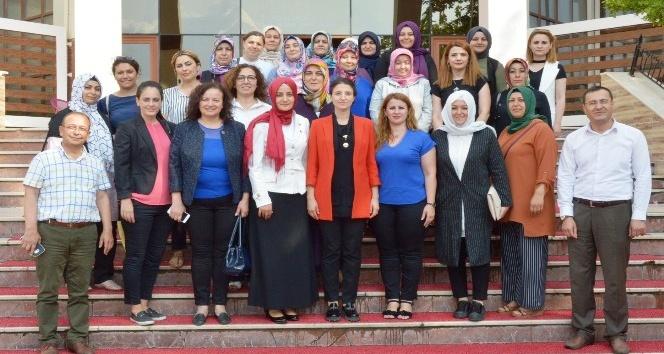 Memur-Sen Kadınlar Komisyonu AK Partili Kıvırcıkı ağırladı