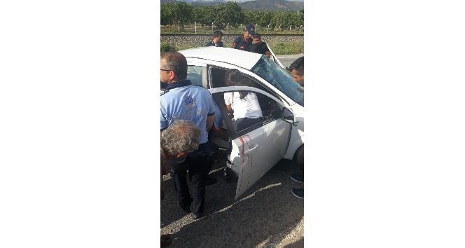 Germencikte trafik kazası, yoldan çıkan otomobilin sürücüsü ağır yaralandı