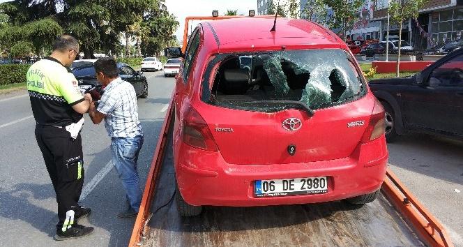 Samsunda otomobil yayalara çarptı: 2 yaralı
