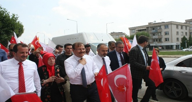 AK Partililer sevgi yürüyüşünde buluştu