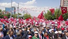 MHP Genel Başkanı Devlet Bahçeli, MHP yüzde 6-7lerdeymiş. Allahtam yüzde 1de gösteren olmadı. Kiralık anket şirketleri parayı verenlerin düdüğünü çalıyorlar. PKKnın acentesini yüzde 12 gösteriyorlar, Türk sevdalısını düşük gösteriyorlar. PKKyı