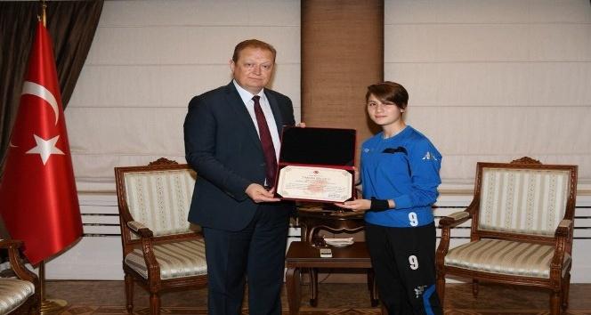 Sportif Fair Play Davranış dalında 2017 Türkiye Olimpiyat Komitesi Fair Play Kutlama Mektubu'na layık görüldüler