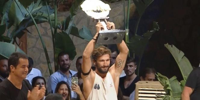 Survivor şampiyonu Adem Kılıççı kupayı kaldırdı ve öyle bir şey yaptı ki...