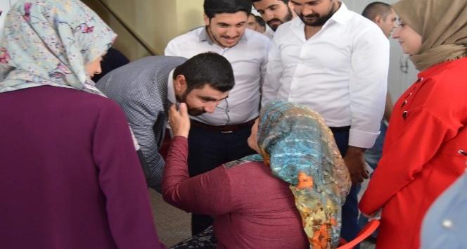 AK Partili gençler yaşlıları ziyaret etti
