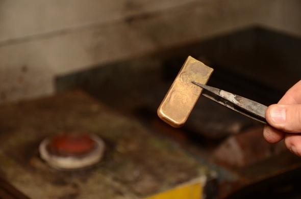 Külçe altının, bileziğe uzanan yolculuğu