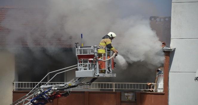 Anne, canı pahasına yangından çocuklarını kurtardı