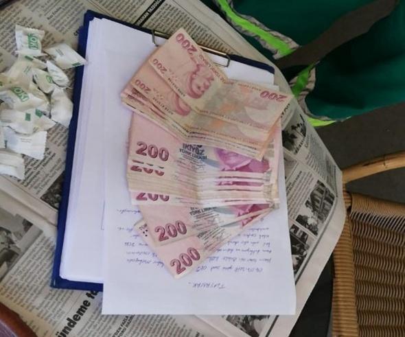 Çöpten binlerce lira buldu! Örnek davranış...