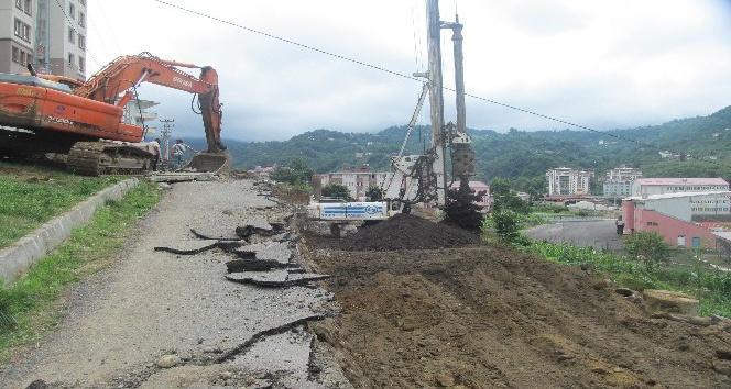 Trabzon Büyükşehir Belediyesi fore kazık uygulamasıyla heyelan olaylarının önüne geçiyor