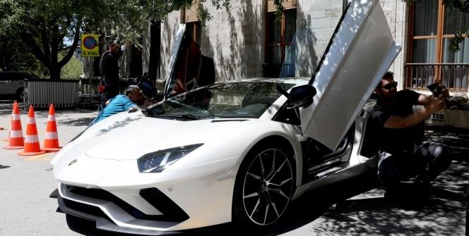 Kenan Sofuoğlu, Meclis'e Lamborghini ile geldi!