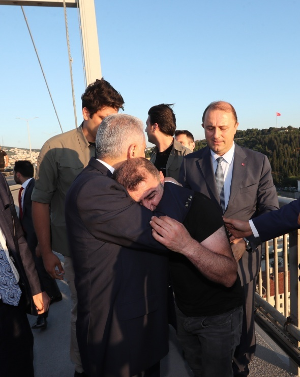 Köprüdeki intihar teşebbüsünü Başbakan Yıldırım önledi
