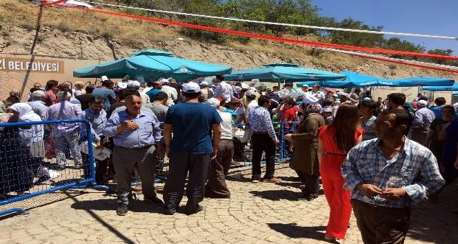 Evliyalar gününde 50 kazan etli pilav dağıtıldı