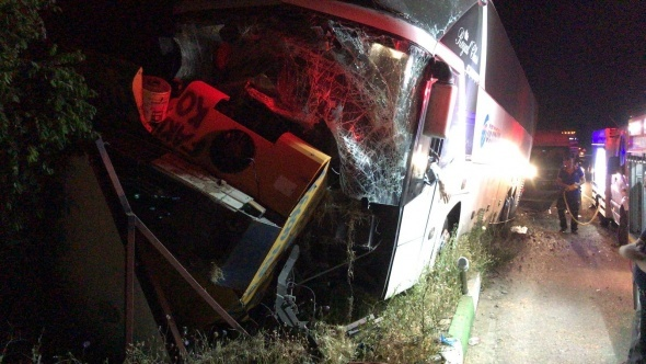 Feci kaza: 2 ölü 3 yaralı