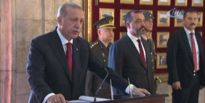 Cumhurbaşkanı Erdoğan Anıtkabir'i ziyaret etti