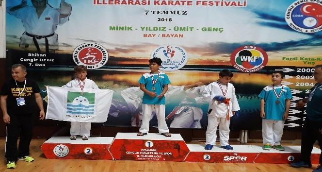 Minik Kaan İzmir'in gururu oldu