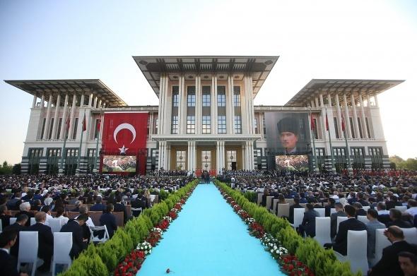 Türkiye'de tarihi güne görkemli tören!