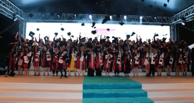 Bezmiâlem'de mezuniyet heyecanı