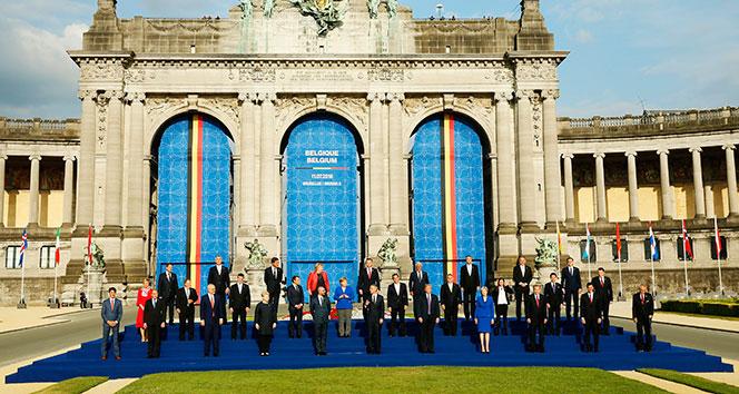 Cumhurbaşkanı Erdoğan, NATO zirvesinde aile fotoğrafına katıldı