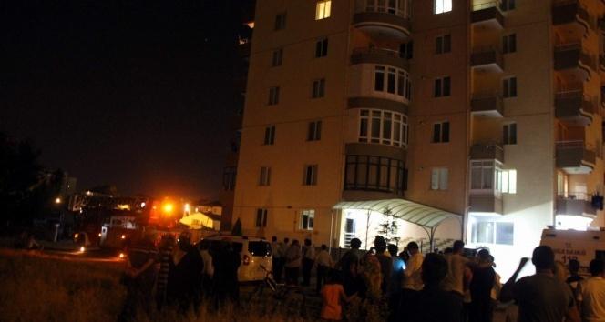 İntihar için balkona çıkan kadını polis ikna etti