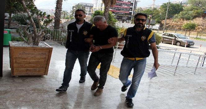 10 yıldır kaçak olan dolandırıcı Alanya'da yakalandı