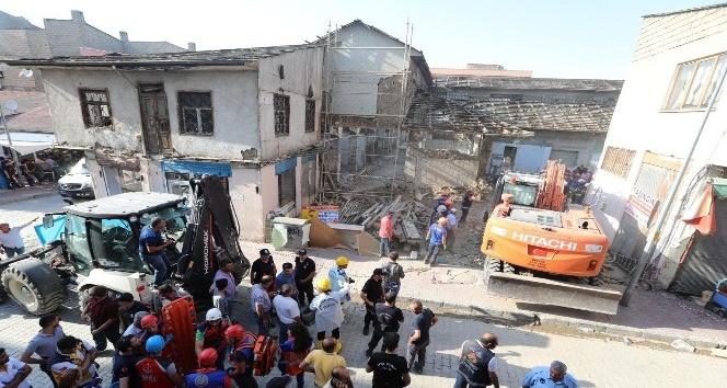 Tarihi Peynirciler Çarşısı'nda göçük: 1 ölü, 4 yaralı