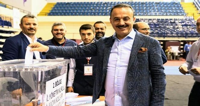 AK Parti İzmir Teşkilatı'nda Binali Yıldırım sevinci