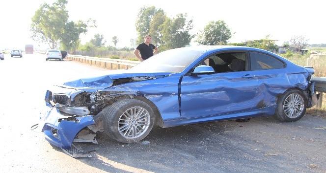 Otomobil bariyerlere çarptı, kimsenin burnu bile kanamadı